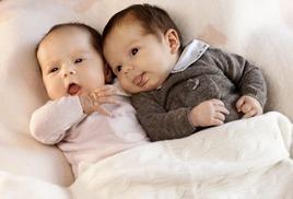 фото детских ножек двойняшек